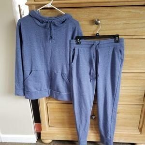 Nice jogging/sweatsuit